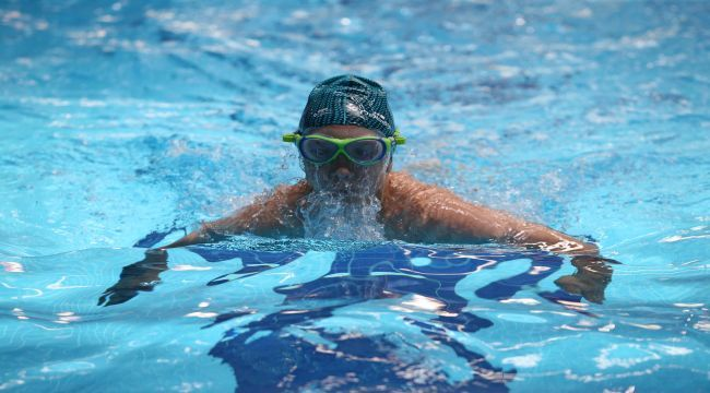 Kadınlara ücretsiz yüzme kursu