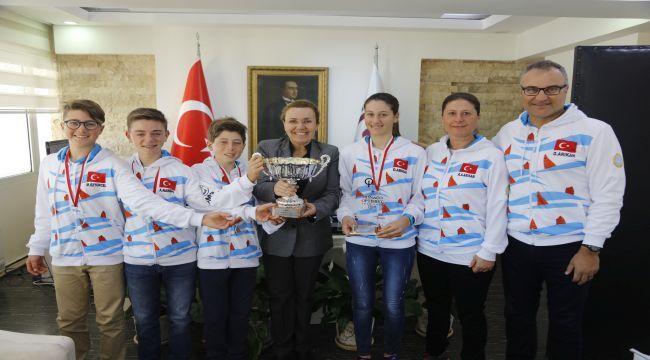 Şampiyon Urlalı yelkenciler!