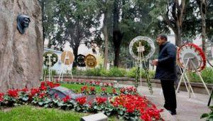 Zeybekci'den anıt ziyareti