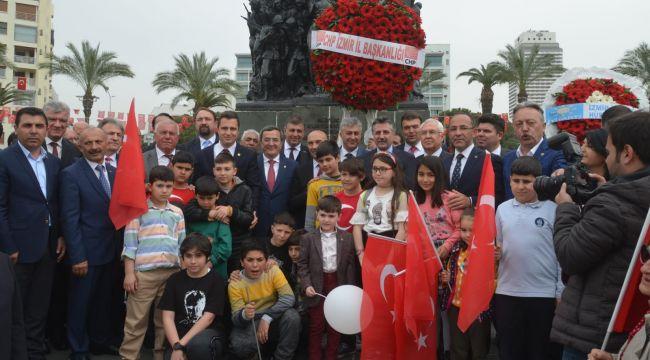 İzmir CHP Örgütü, çifte kutlama yaptı