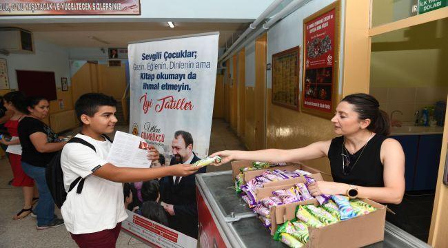 Çiğli'de Karnesini Alana Dondurma Sürprizi