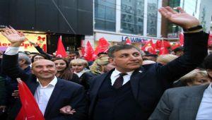 Karşıyaka'da 'demokrasi' konuşulacak