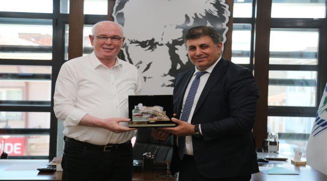 Atilla Sertel ve Cemil Tugay Başkan Kurt'u ziyaret etti