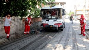 Bayraklı'nın sokakları pırıl pırıl