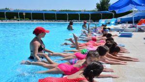 Torbalı Belediyesi'nde yüzme kursları başladı