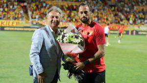 Göztepe'yi ilk maçında yalnız bırakmadı