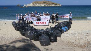 Foça'da kıyı temizliği yapıldı