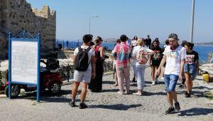 Foça'ya kültür gezisi düzenledi