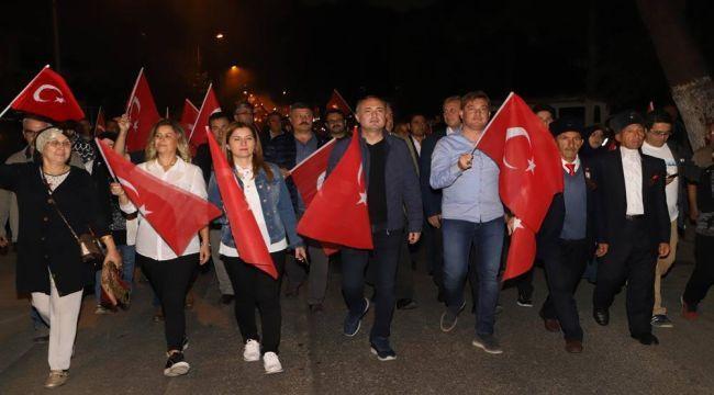 Cumhuriyet Çoşkusu Fener Alayı Yürüyüşüyle Kutlandı