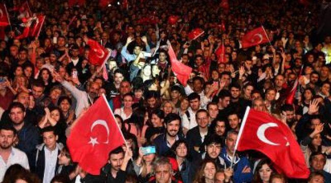 İzmir'de Cumhuriyet Bayramı Kutlamalarında Unutulmaz Final