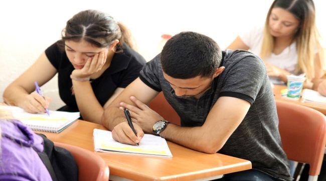 Üniversite Yoluda 700 Öğrenciye Destek