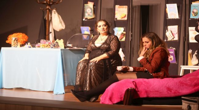 'Şişman Güzeldir' Karabağlar'da sahnelendi