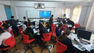 Öğrencilerine Robotik Kodlama Sınıfı