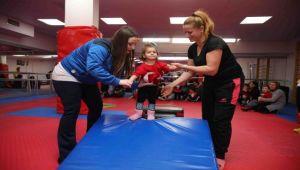 Bayraklı'da anne-çocuk jimnastik kursu
