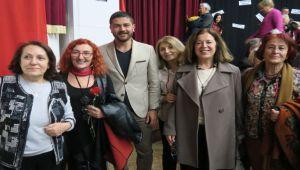 'Kadında Söz İzleri' Foça'da Sahnelendi
