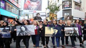 Karşıyaka Çarşı'da 'mor' yürüyüş