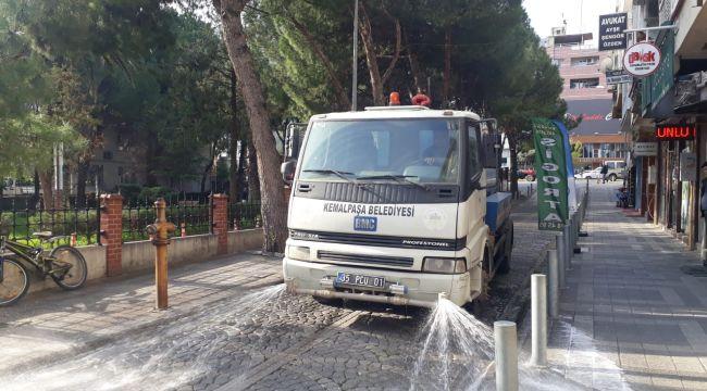Kemalpaşa'da sokak ve caddeler dezenfekte ediliyor