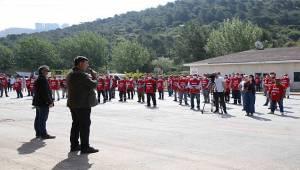Karşıyaka'da sosyal mesafeli '1 Mayıs' töreni