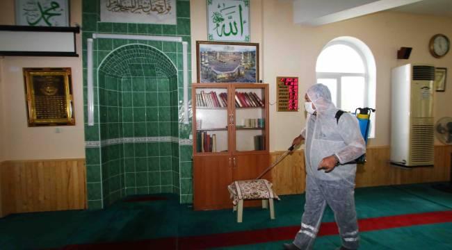 Bayraklı'da camiler ibadete hazırlandı