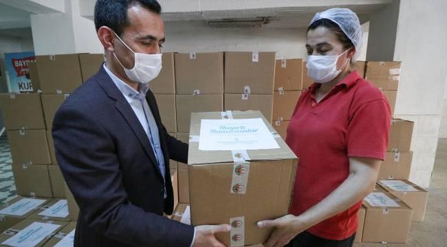 Bergama Belediyesi'nden işçilerine gıda yardımı