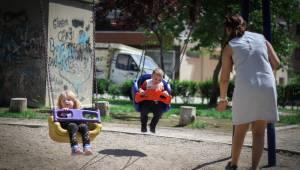 Bergama'da parklar çocuklarla doldu