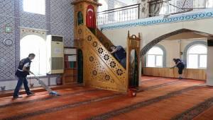 Buca'da 29 Mayıs'ta açılacak 25 camide temizlik seferberliği
