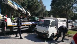 Karşıyaka'da 'hurda araç' sorununa neşter vuruldu