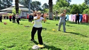 Bornova'da spor kursları açık alanlara taşındı