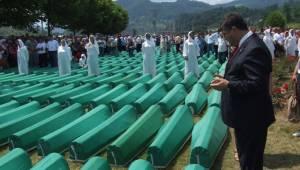 """Srebrenitsa'daki yara kapanmadı, kapanmayacak!"""