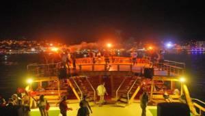 Ayvalık'ta Kutlamalar Denize Taşındı