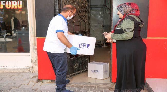 Buca'daki mültecilere gıda ve hijyen desteği