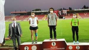 Madalya Avcısı Rahime 2 turnuvadan 3 madalyayla döndü