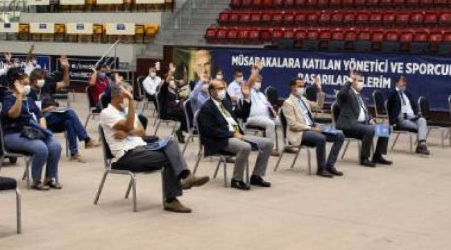 İzmir Büyükşehir Belediyespor'da eski yönetim yeniden seçildi