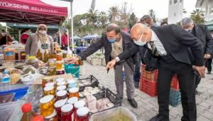 Başkan Soyer yılbaşı alışverişini Üretici Pazarı'nda yaptı