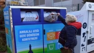 Ambalaj atıkları geri dönüşüm konteynerlerine