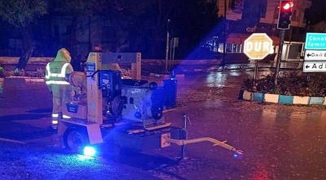 İzmir Büyükşehir Belediyesi'nden gece mesaisi