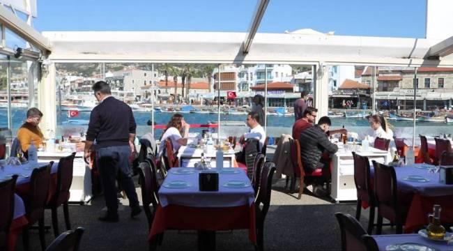 Restoranlar Kafeler Yüzde Elli Kapasiteyle Açıldı