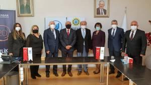 İZSİAD ile Yaşar Üniversitesi'nde imzalar atıldı