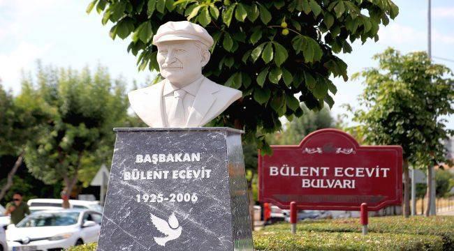 Bülent Ecevit Bulvarı'na Bülent Ecevit Büstü