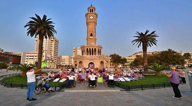 Konak'ta Alzheimer Günü İçin Farkındalık Hareketi