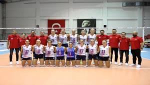 Sultanlar Balkan Kupası'na Galip Başladı