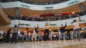 Gaziemir'de Sürpriz Gösteri!